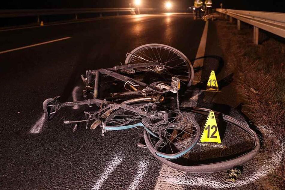 Das zerstörte Fahrrad zeugt von dem schweren Aufprall.