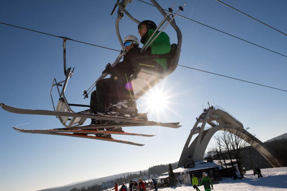 Mit einem Ski-Pass in vier verschiedenen Gebieten fahren, dass ist in Thüringen ab Dezember kein Problem mehr.