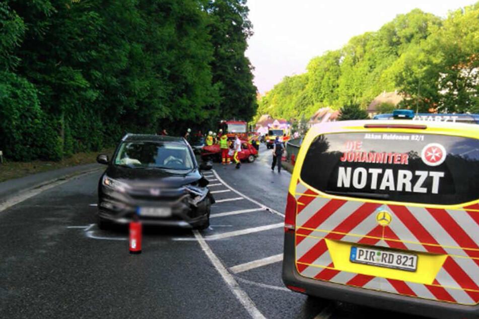 Beide Fahrer wurden bei dem Frontal-Crash verletzt.