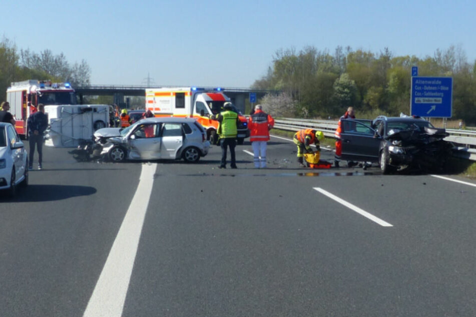 Geisterfahrer verursacht Horror-Crash auf Autobahn: Vier Schwerverletzte!