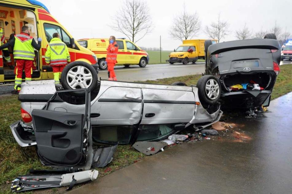 Schwerer Unfall auf der Landstraße: Hubschrauber im Einsatz