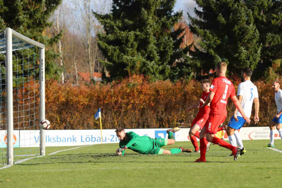 Tor für Zwickau zum 1:2. Leon Jensen (8, Zwickau) traf am Samstag gegen Torwart Jiri Havranek.