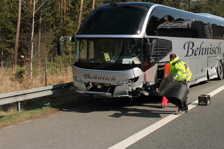 Vermutlich führte ein Reifenplatzer zum Unfall.