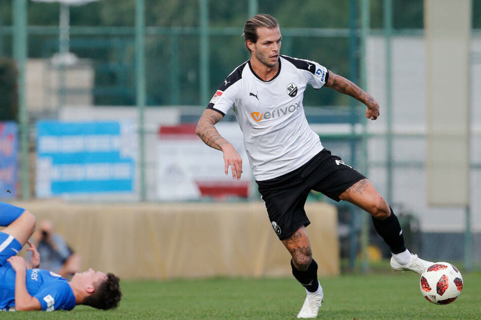 Dennis Diekmeier ist wieder in seinem Element. Seit Anfang Januar steht er für den SV Sandhausen auf dem Platz.