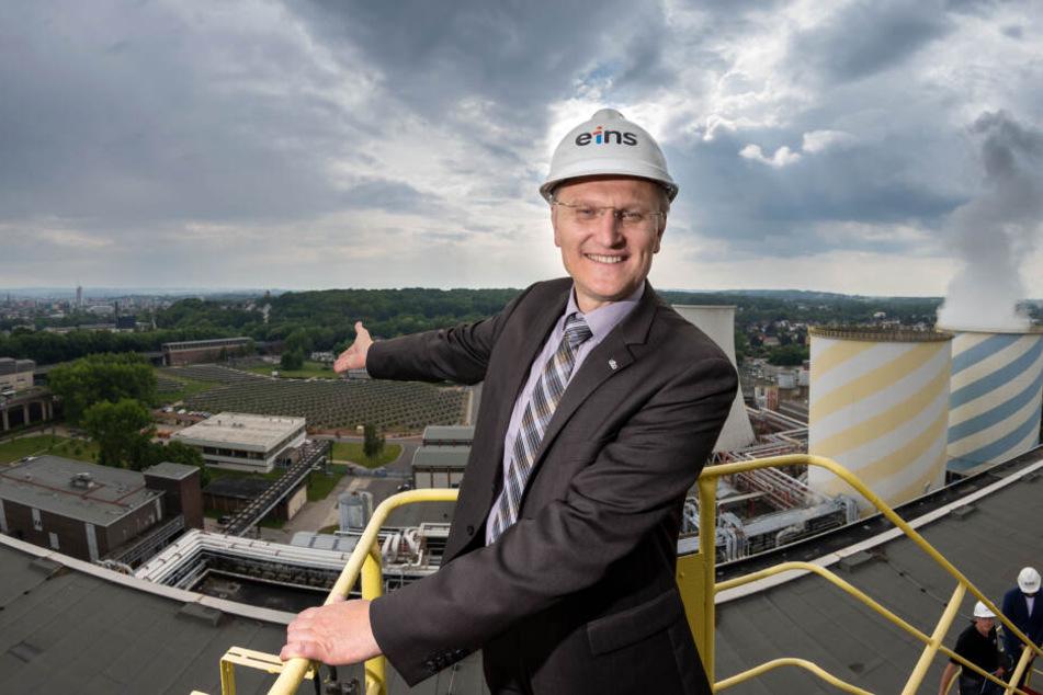 """Da freut sich """"eins""""-Geschäftsführer Roland Warner (55): Sein Unternehmen kann rund 7000 Chemnitzer Haushalte mit Solarstrom versorgen."""
