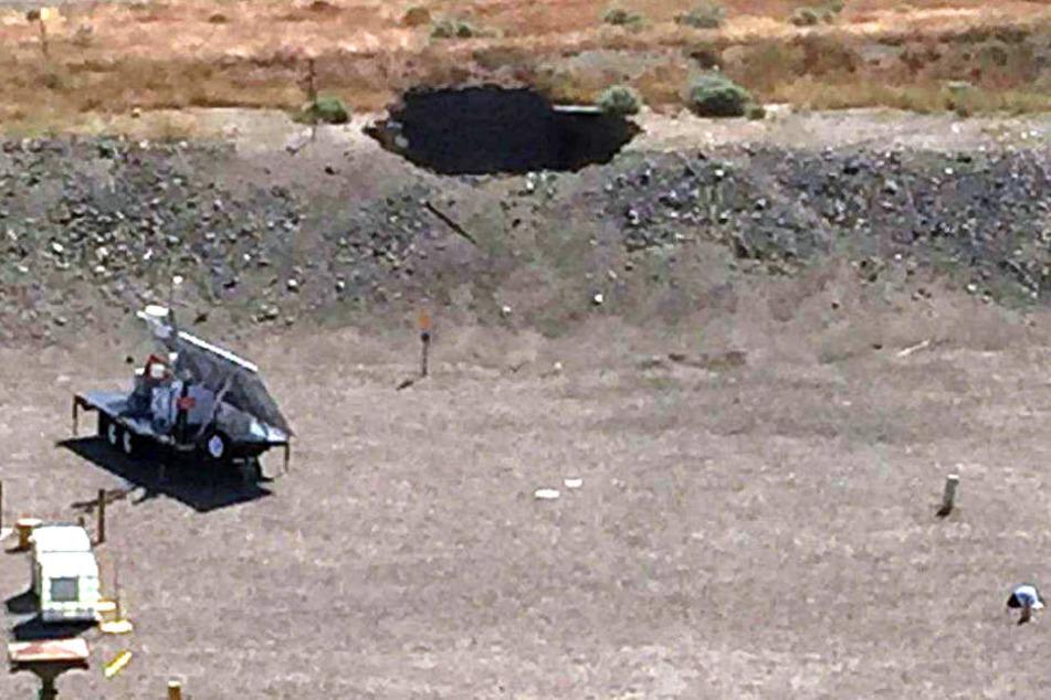 """Das von der US-Energiebehörde zur Verfügung gestellte Video-Standbild zeigt einen sechs mal sechs Meter großen Erdeinbruch auf dem Gelände der """"Hanford Nuclear Reservation""""."""