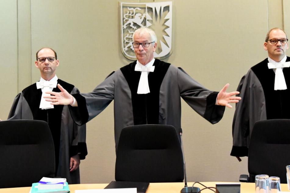 Felix Welti (von links nach rechts), Bernhard Flor und Christoph Brüning, Richter am Landesverfassungsgericht, bei der Verhandlung über den Rauswurf von Sayn-Wittgenstein. (Archivbild)