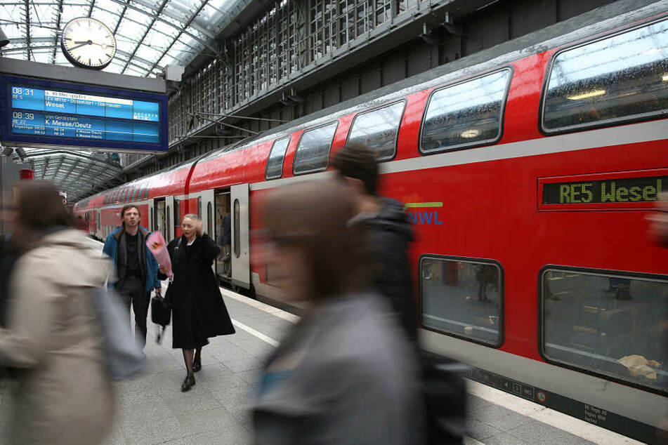 Bahn-Reisende müssen sich auf etliche Einschränkungen einstellen.