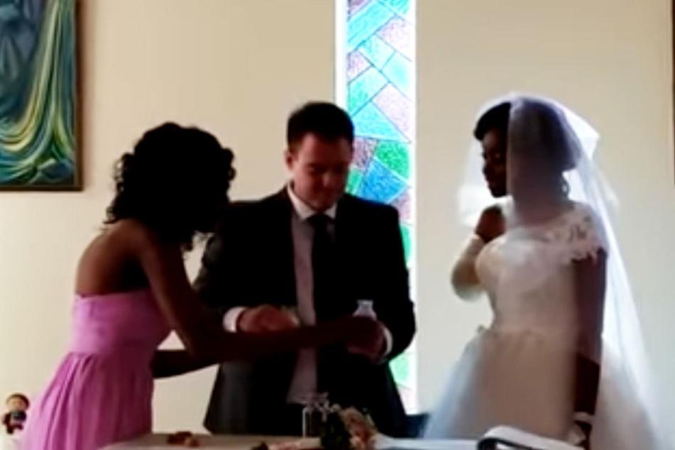 Obwohl ihr der rechte Arm abgebissen wurde, gab sich das Paar wenige Tage später das Ja-Wort.