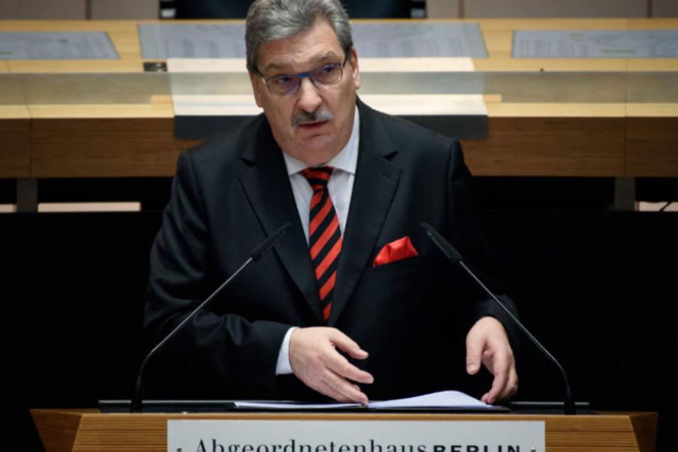 Parlamentspräsident Ralf Wieland (SPD) wird sich einmal im Monat mit Schulklassen treffen um ihnen Märchen vorzulesen.