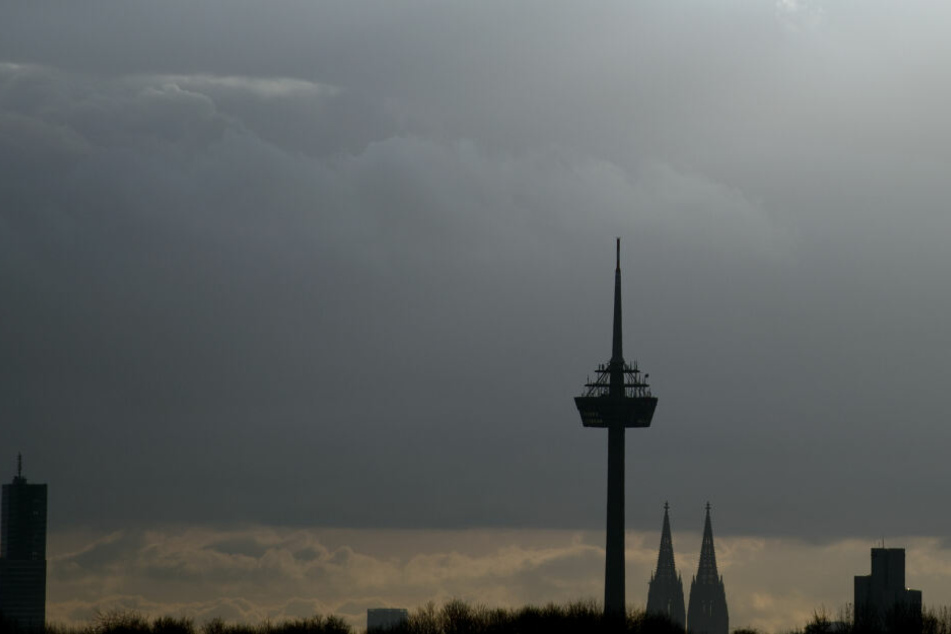Der Fernsehturm ist das höchste Gebäude in der Domstadt.
