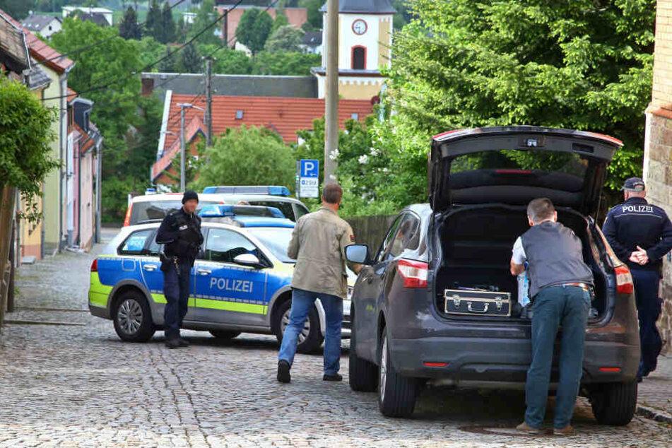 Die Polizei hat die Bergstraße in Hohenstein-Ernstthal vorerst abgesperrt.