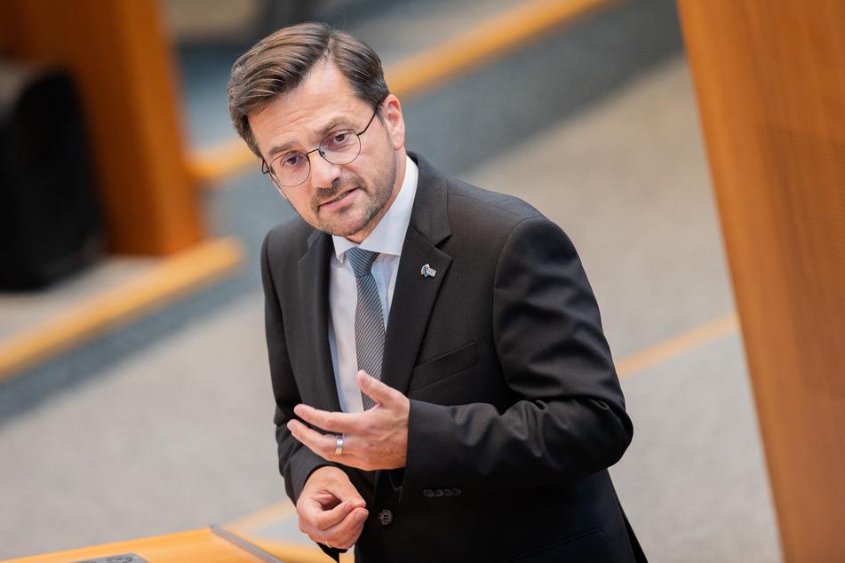 Thomas Kutschaty (SPD), Fraktionsvorsitzender, spricht im Plenum des Landtags. Die Partei fordert eine Offensive für Corona-Tests.