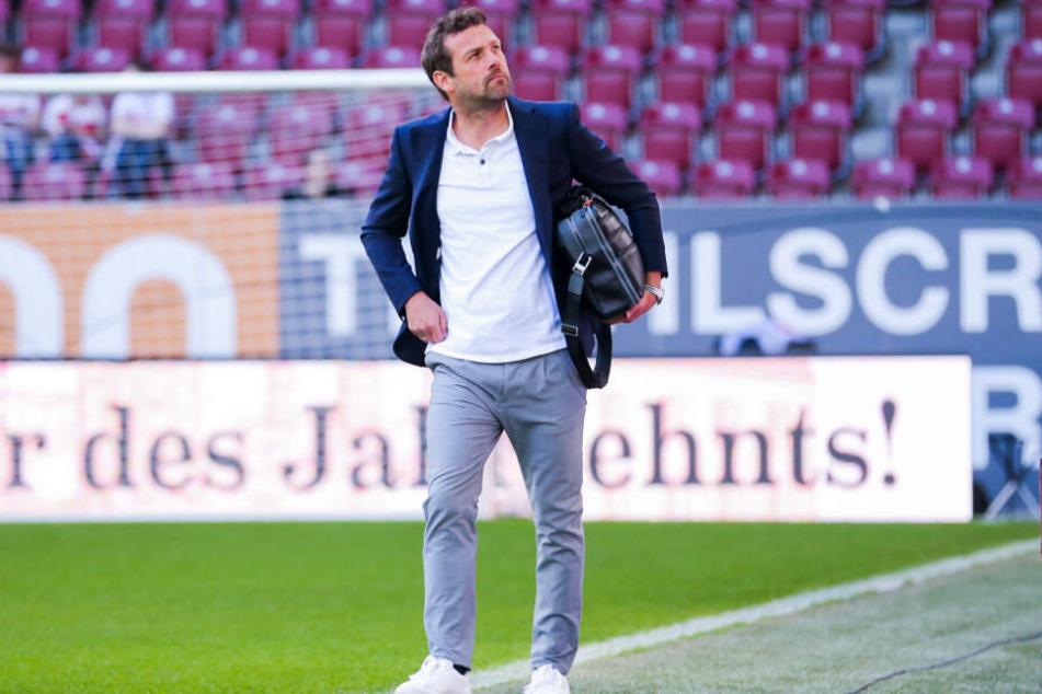 Nach der 0:6-Klatsche beim FC Augsburg: Markus Weinzierl dürfte in diesem Moment schon geahnt haben, dass es seine letzte Partie als VfB-Trainer war.