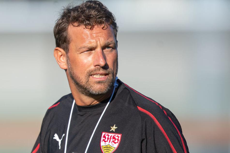 Trainer Markus Weinzierl tritt am Freitag mit seinen Jungs gegen Bayer Leverkusen an.