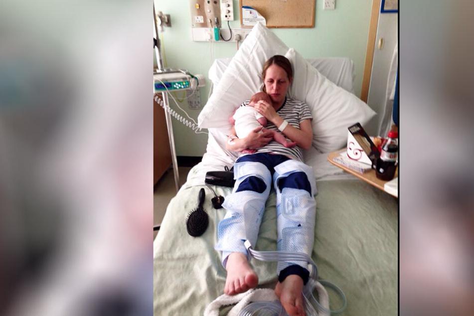 Angharad Pulford kurz nach der Geburt ihrer zweiten Tochter. 14 Tage später erleidet sie einen Schlaganfall.