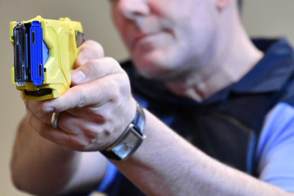 Polizist schockt Mann mit Taser, kurze Zeit später ist er tot