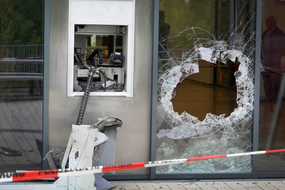 Der Schaden bei Geldautomatensprengungen ist enorm. (Symbolbild)