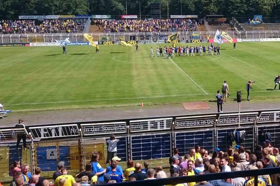 Rund 3000 Zuschauer fanden den Weg ins Bruno-Plache-Stadion. Bereut haben, dürften es die Wenigsten.