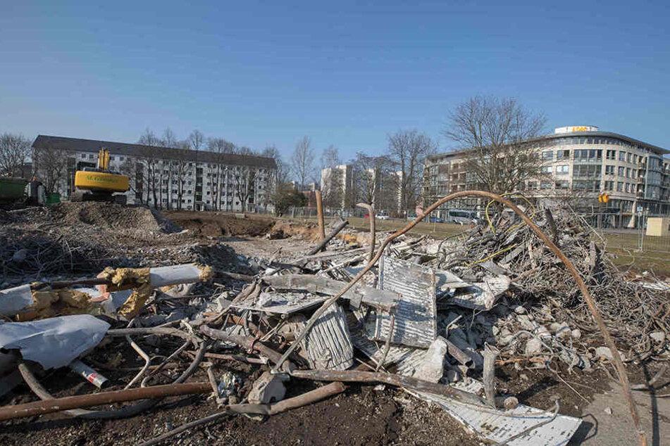 Hier standen mal Plattenbauten. Die letzten Überreste der Häuserzeile  zwischen Nicolaistraße und Striesener Straße in Johannstadt.