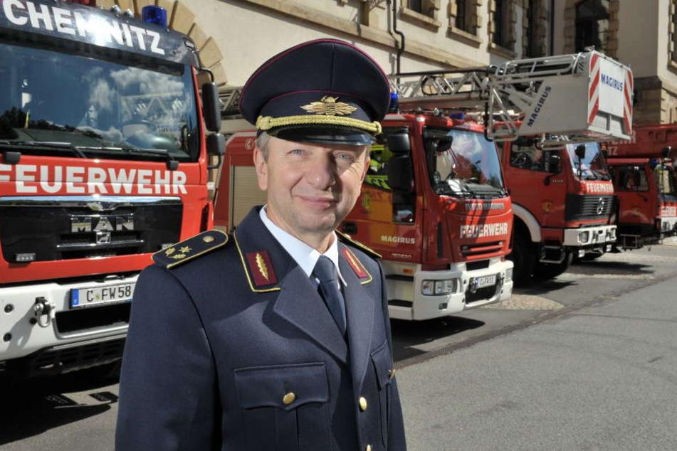 Der bisherige Chef, Bernd Marschner (59), beendet im Spätsommer seine Karriere bei der Chemnitzer Berufsfeuerwehr.