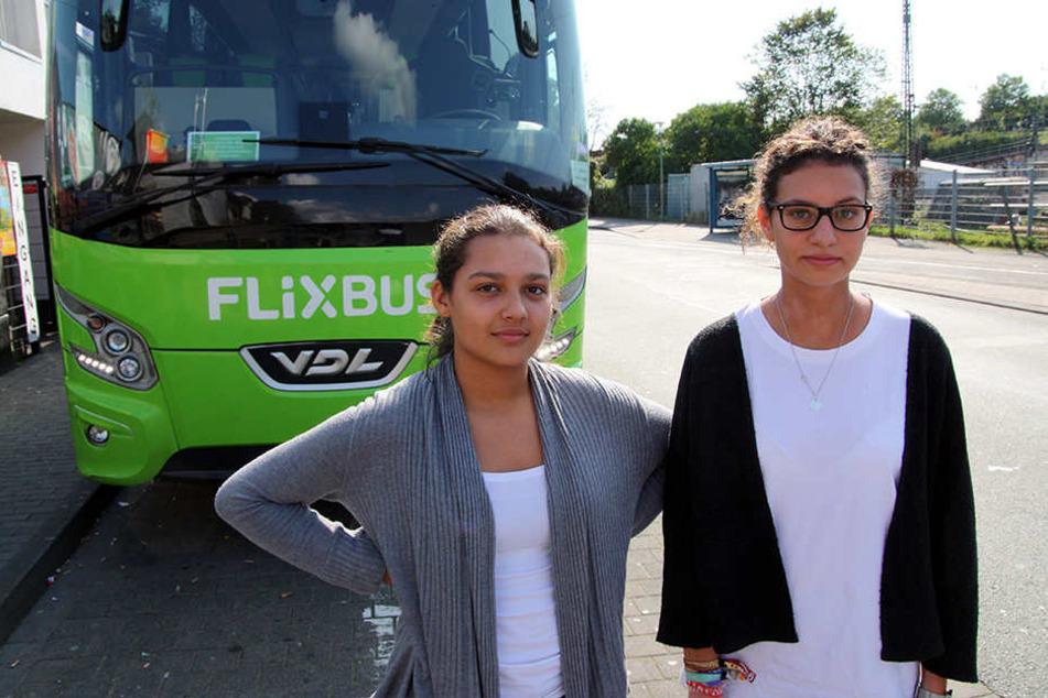 Der Busfahrer ließ Renée Doévi (17) und Tiesan-Yesim Atas (19) einfach zurück.