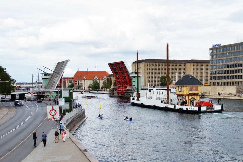 130 Kilometer legte das berühmte Stellwerk bis zu seiner neuen Heimat im Süden Dänemarks zurück.