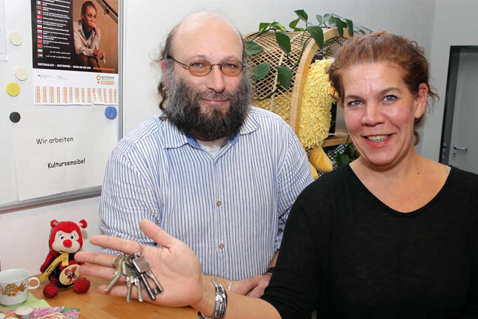 Randa Sow und Martin Hübner, Sozialpädagogen bei der Stadt Rietberg, beraten ab sofort Vermieter, die sich nicht sicher sind, ob sie ihre freie Wohnung an Flüchtlinge vermieten möchten.