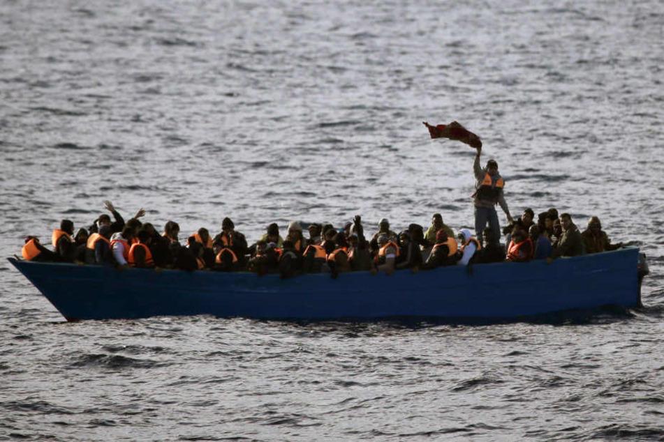 Viele Flüchtlinge kommen mit dem Boot nach Europa, um dann auf anderen Wegen in andere Länder zu gelangen.