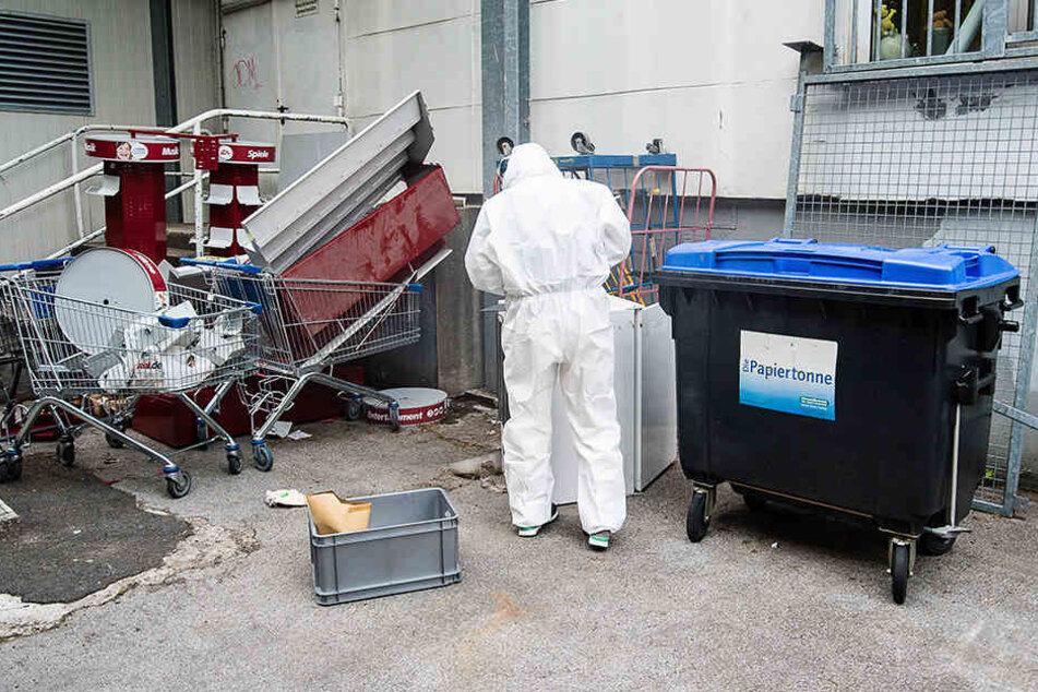 47-Jähriger wirft Halbtoten in Papiercontainer und lässt ihn dort sterben