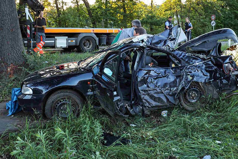 Drama auf der Landstraße: Jugendliche sterben nach schwerem Unfall