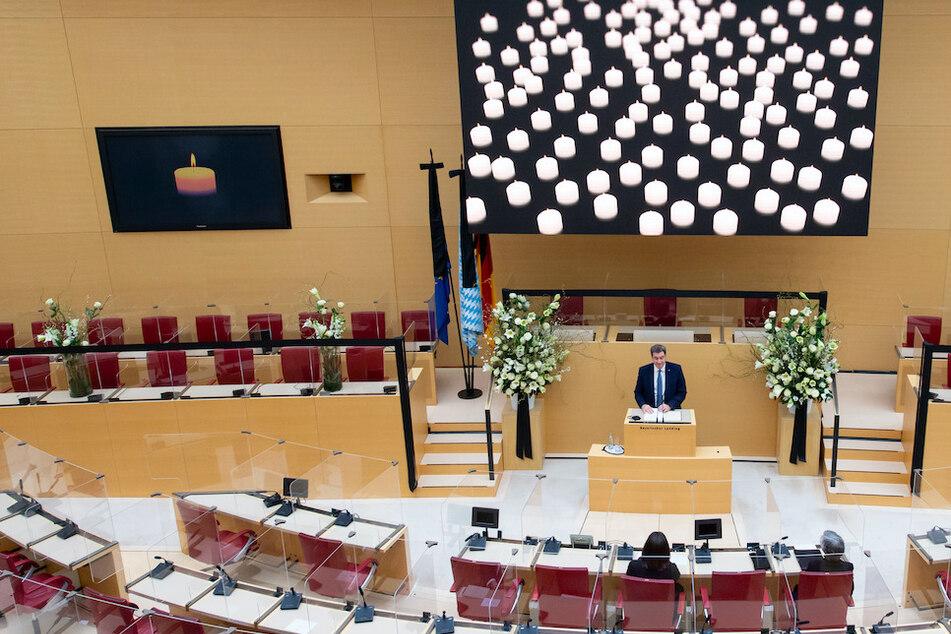 Markus Söder (CSU), Ministerpräsident von Bayern, spricht im bayerischen Landtag beim Trauerakt des Landtags und der Staatsregierung für die Corona-Verstorbenen in Bayern.
