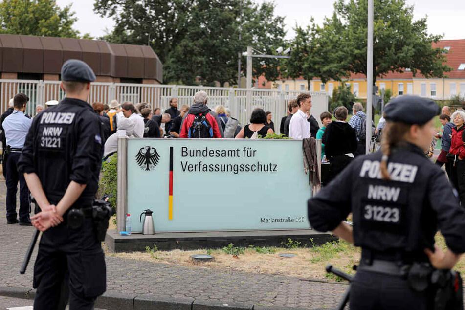 Die Polizei rückte schnell an, löste letztlich die Blockade auf.