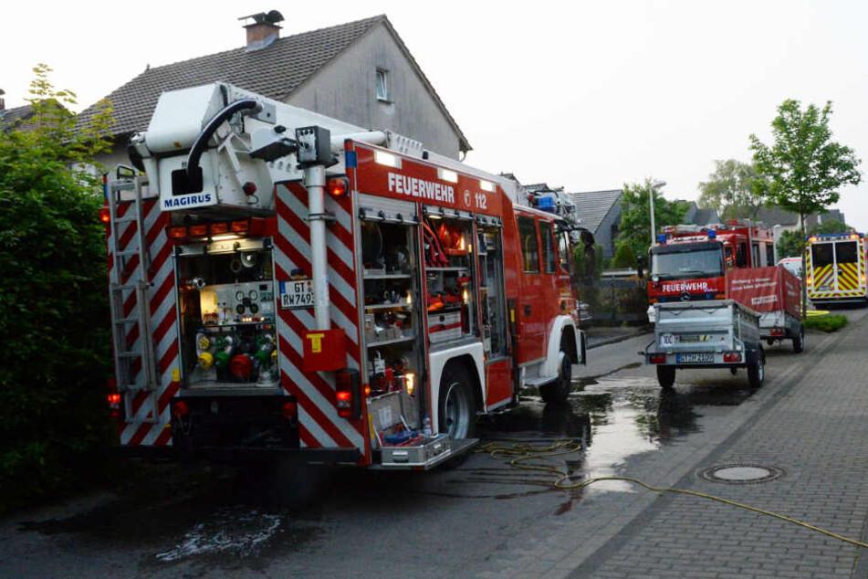 Mutter rettet Kinder aus brennendem Haus und wird lebensbedrohlich verletzt