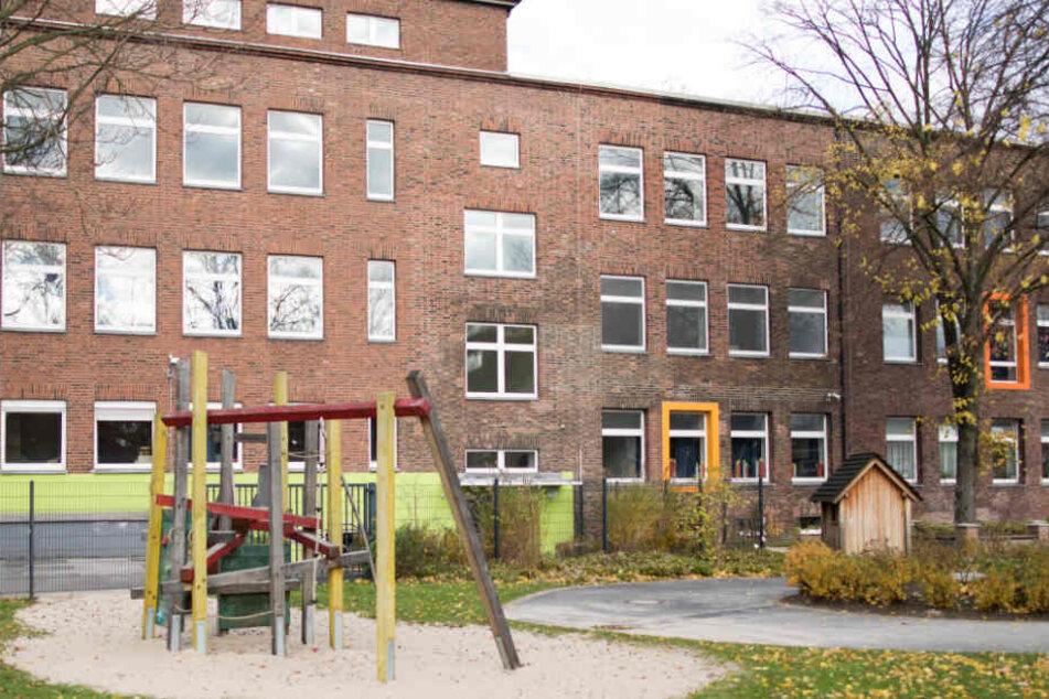 Da in den Weihnachtsferien niemand vor Ort war, brachen die Täter in die Grundschule ein. (Symbolbild)