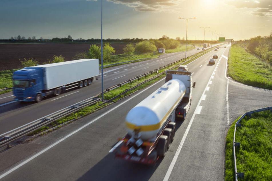 Fahrer kollabiert: LKW rollt auf Autobahn rückwärts