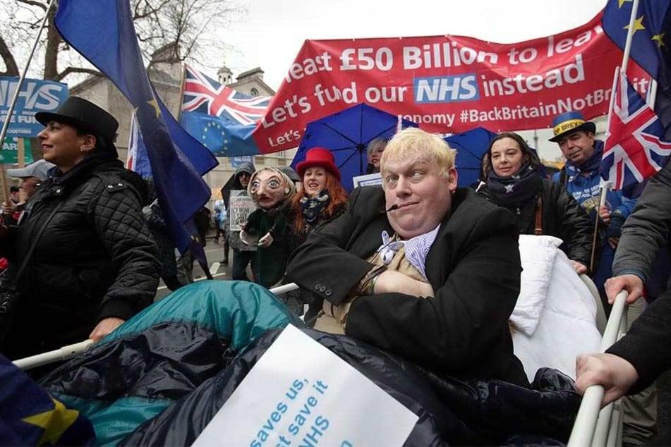 """Demonstranten protestieren am 03.02.2018 in London zur Unterstützung des National Health Systems und um ein Ende der """"NHS-Krise"""" zu fordern."""