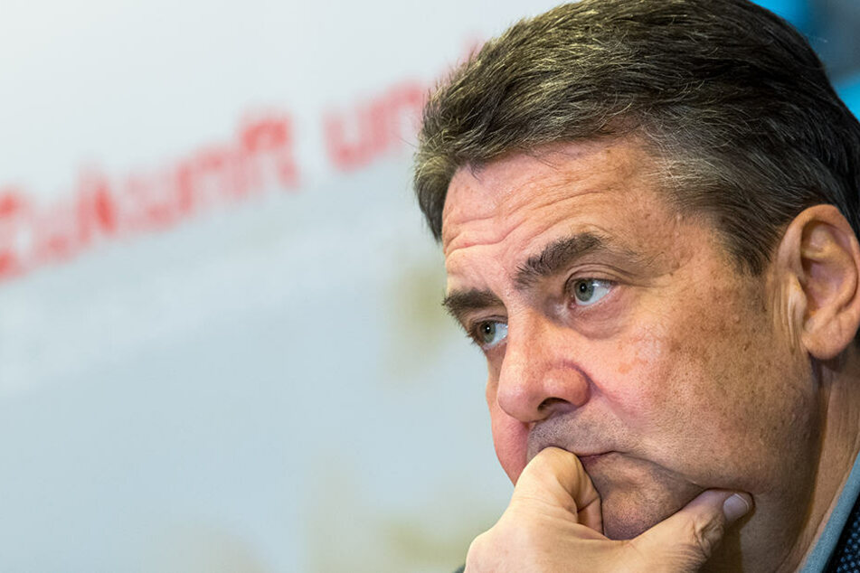 Sigmar Gabriel (58) lobt das Engagement der Jusos um Kevin Kühnert.