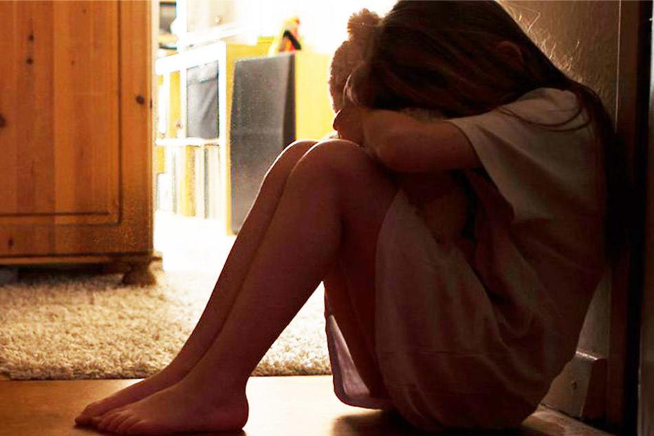 In einem Video ist zu sehen, wie das Mädchen vor Schmerzen schrie. Die Frau soll sie einfach ignoriert haben. (Symbolbild)