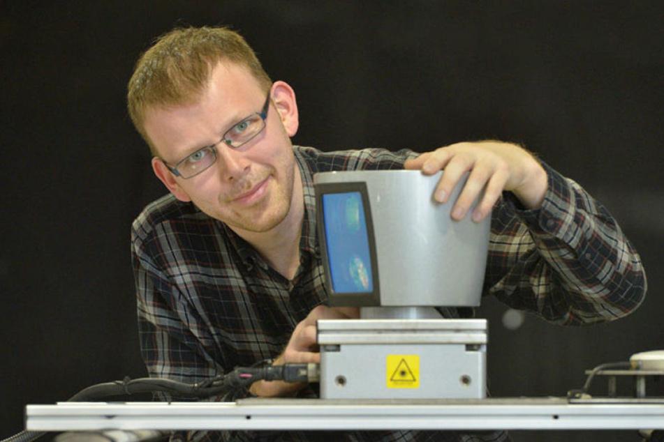 Ein Laserscanner auf dem Dach bringt dem Auto das selbständige Fahren bei, so Intenta-Teamleiter Stephan Weller (34).