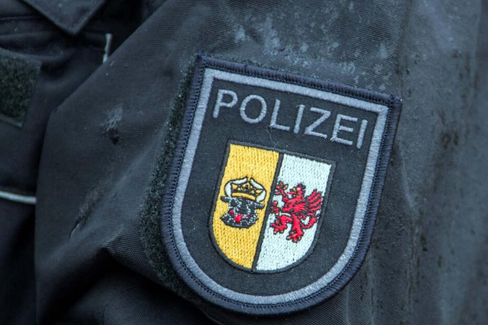Das Wappen von Mecklenburg-Vorpommern ist auf dem Ärmel einer Polizei-Uniform aufgenäht.