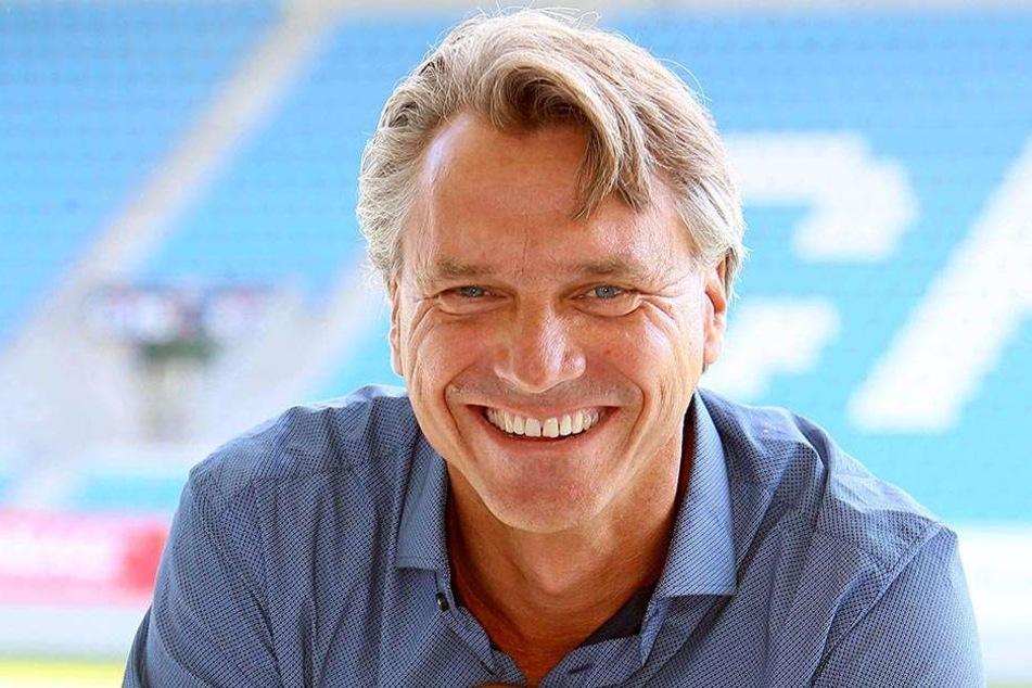 Der neue CFC-Trainer Horst Steffen startet heute erst spät, damit viele Fans dabei sein können.