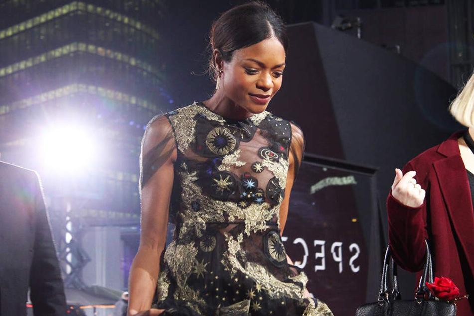 """Auch Naomie Harris, hier bei der Deutschland-Premiere von """"Spectre"""" im Berliner Sony Center am 28. Oktober 2015, wird in ihre Rolle als Miss Moneypenny zurückkehren."""