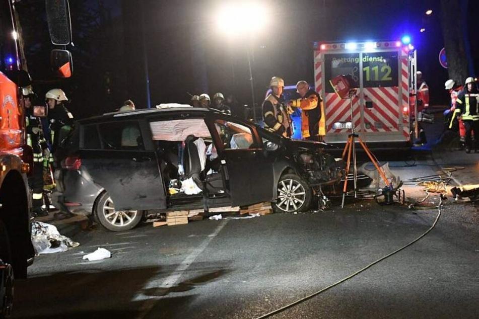 Bei dem Crash wurden die Frauen im Wagen eingeklemmt.
