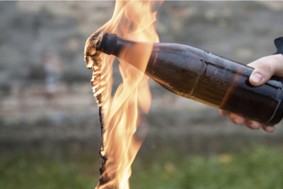 Feuerteufel schmeißen Molotow-Cocktails in Hausflur, dieser beginnt zu brennen!