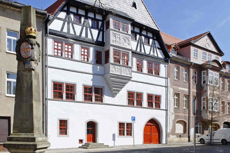 In der Innenstadt von Neustadt/ Orla wurden mehrere Ausländer fremdenfeindlich attackiert.
