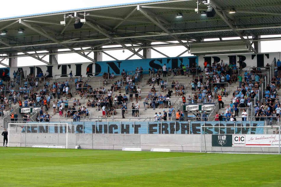 Volles Haus sieht anders aus: Beim Spiel gegen 1860 München war die Südtribüne deutlich leerer als sonst.