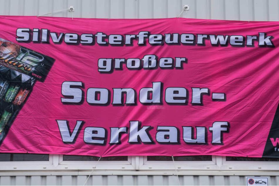 Samstag startet, wie hier in Hamburg, wieder der Verkauf von Silvesterfeuerwerk.