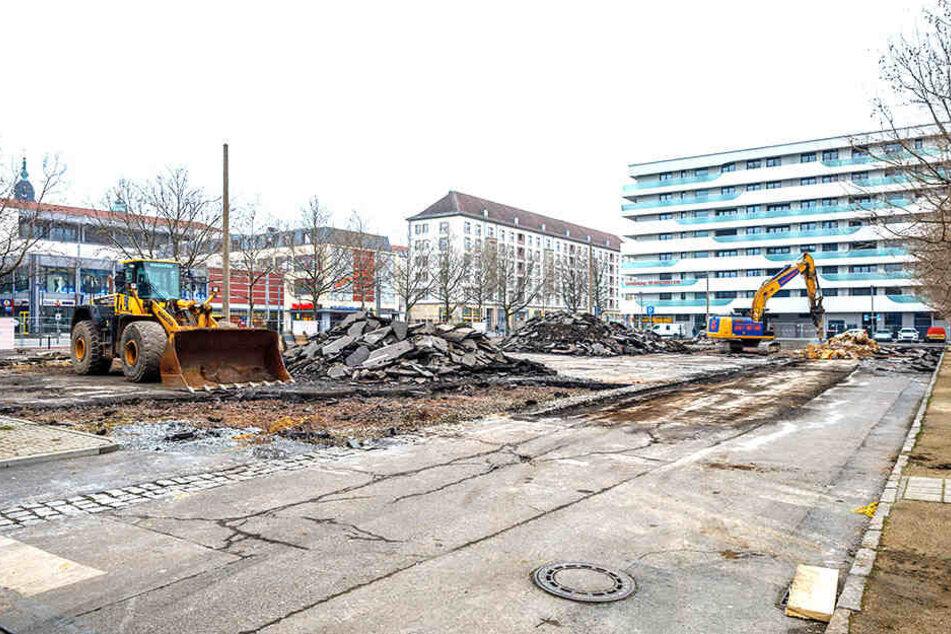Stark sein, Autofahrer! Der letzte Parkplatz an der Wallstraße wird weggebaggert.