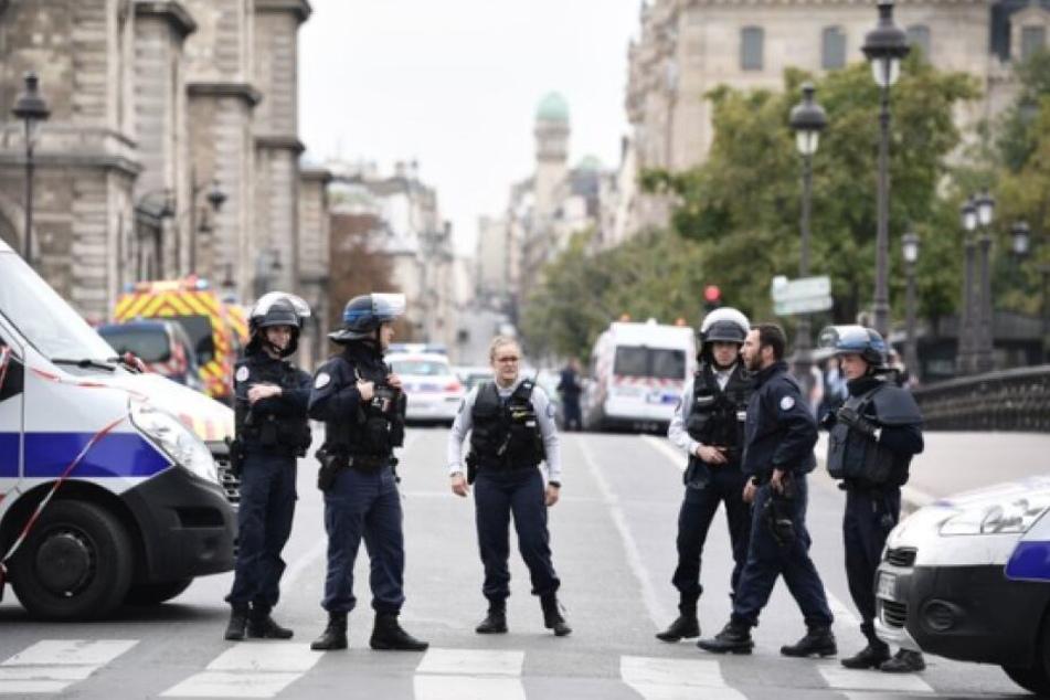 Messerattacke in Paris: Fünf Tote, mehrere Verletzte